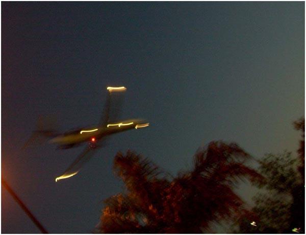 avioneta-en-la-noche