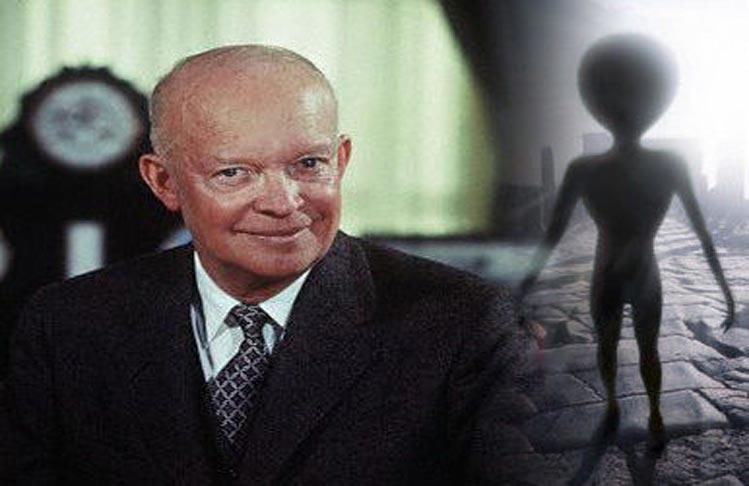 El Presidente Einsenhower creía 100% en la existencia de extraterrestres. Sus creencias se cumplieron cuando tuvo, no solo uno, sino más encuentros en bases militares secretas con seres de otras civilizaciones.