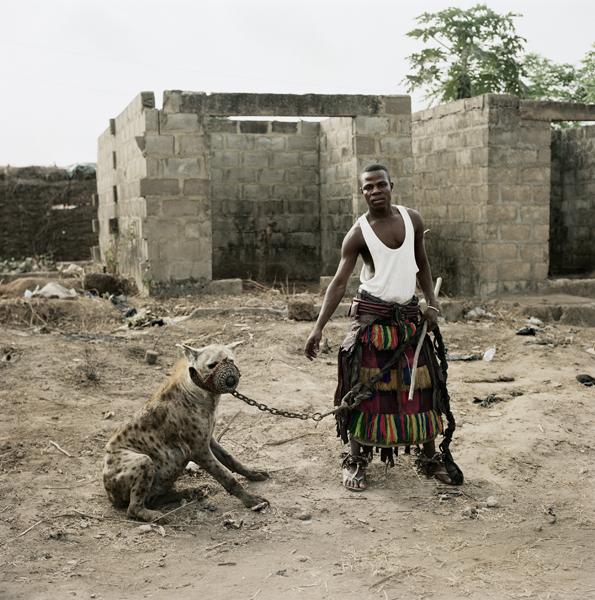 hombres hiena nigeria
