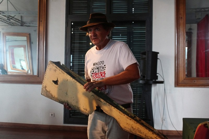 Blaine Gibson, an American lawyer turned self-funded sleuth, carries a debris suspected to be from the Malaysia Airlines Flight MH370, carrying 239 passengers and crew, that went missing more than two years ago, at a news conference ahead of a search of the country's beaches for debris from the missing plane, in Antananarivo, Madagascar December 5, 2016. REUTERS/Clarel Faniry Rasoanaivo FOR EDITORIAL USE ONLY. NO RESALES. NO ARCHIVES.