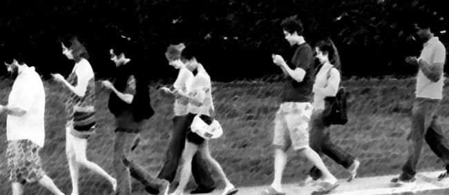 enganchado-telefono-movil-celular