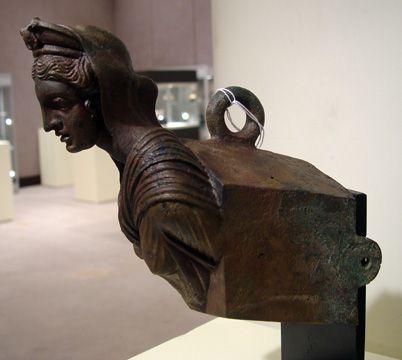 proa romana ornamento